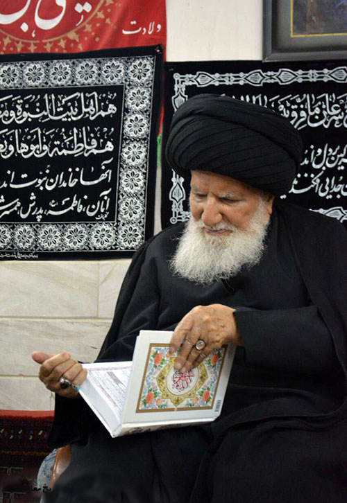 ayatollah-qomi-in-his-home-2