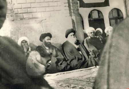 Left: A.Sayyed Muhammad-Hujjat Kooh-Kamarei. Right: A.Sayyed Muhammad-Hussain Broujerdi(may their souls rest in peace)